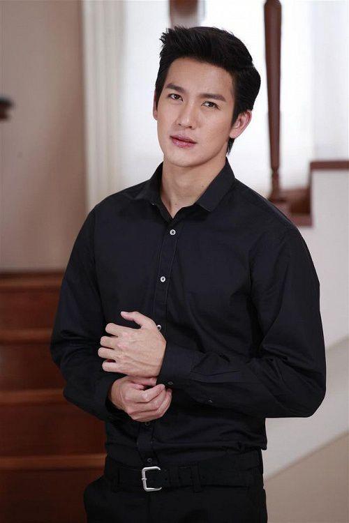 5 nam nghệ sĩ Thái Lan quyền lực nhất trên mạng xã hội (10)
