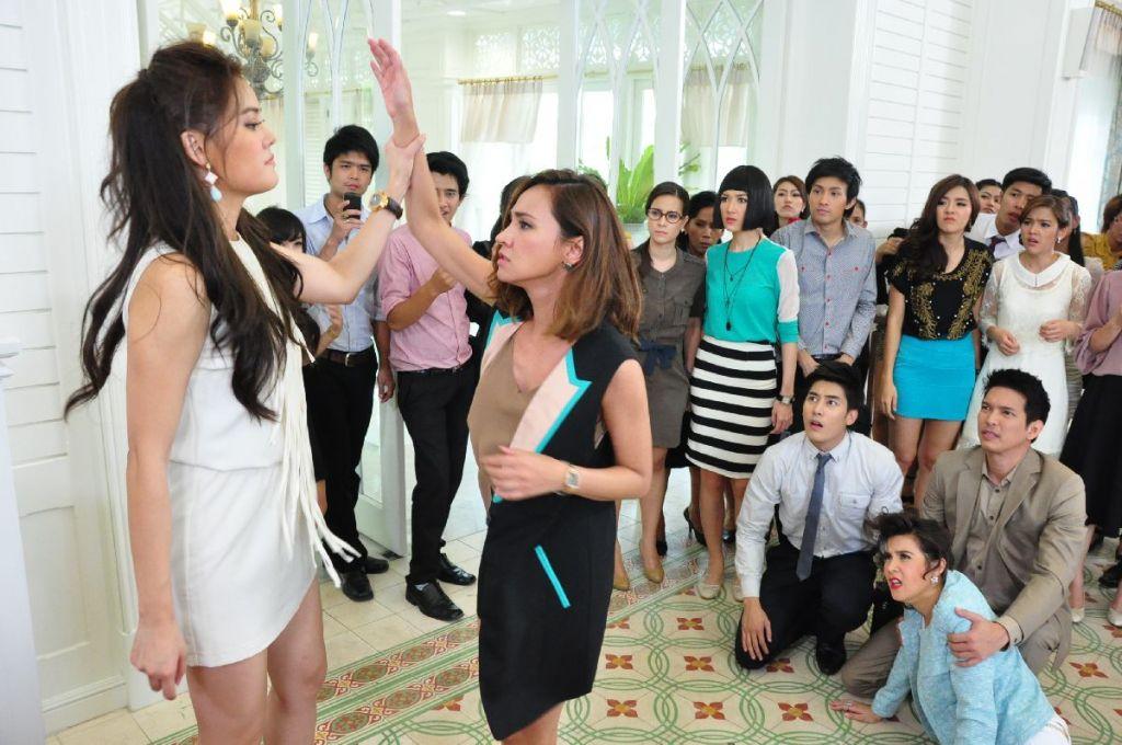 Trai đẹp Phupoom Phongpanu trở lại trong phim 'Cái bóng' (6)