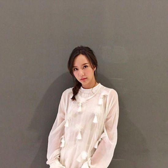 Ngắm gu thời trang sành điệu của loạt mỹ nhân Thái (39)