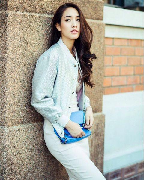 Ngắm gu thời trang sành điệu của loạt mỹ nhân Thái (51)