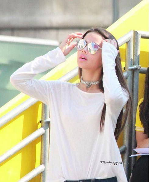 Ngắm gu thời trang sành điệu của loạt mỹ nhân Thái (18)
