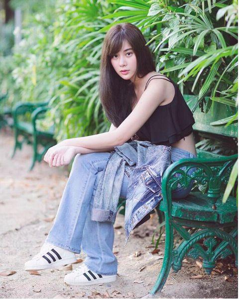 Ngắm gu thời trang sành điệu của loạt mỹ nhân Thái (9)