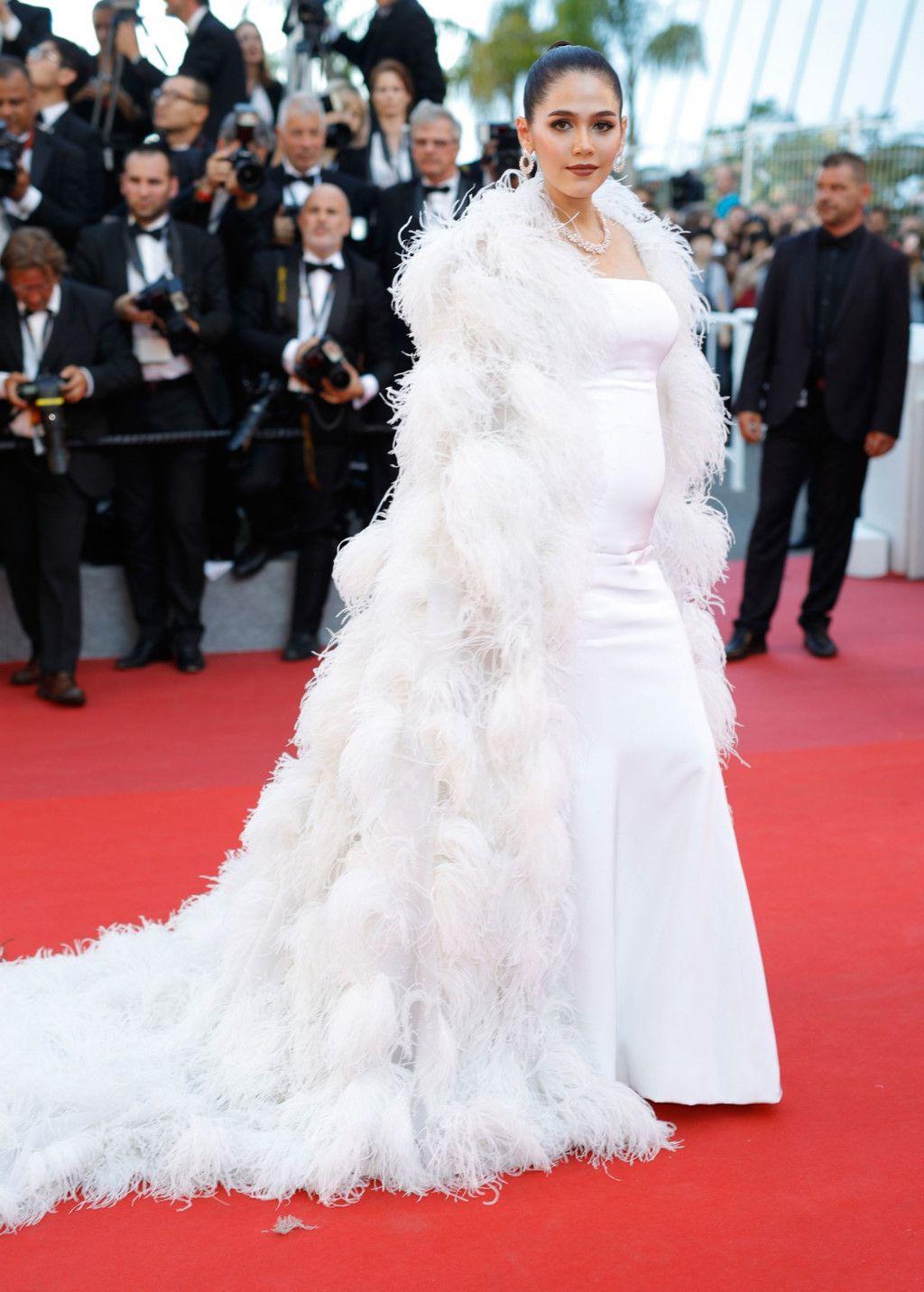 Ngắm thời trang của bà bầu Araya Chompoo trên thảm đỏ Cannes (2)