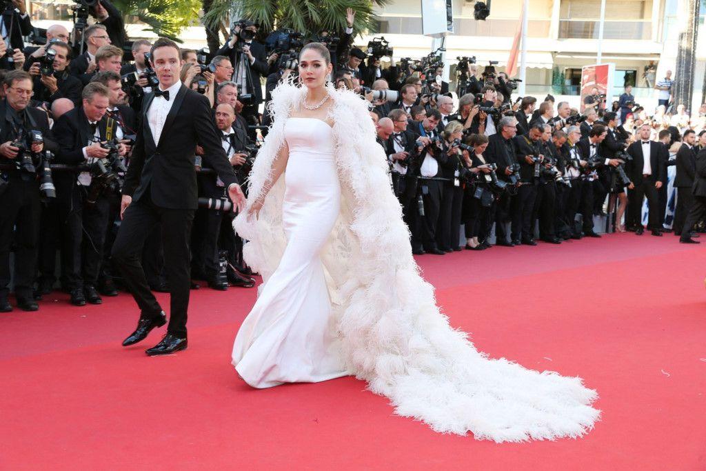 Ngắm thời trang của bà bầu Araya Chompoo trên thảm đỏ Cannes (3)