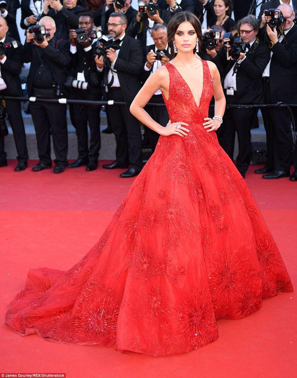 Ngắm thời trang của bà bầu Araya Chompoo trên thảm đỏ Cannes (6)