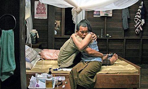 Lung Bunmi Raluek Chat - bộ phim ma đỉnh cao của Thái (2)