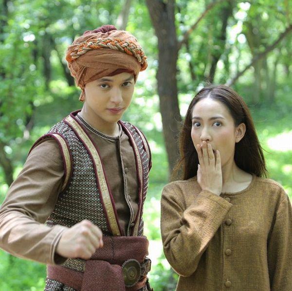 Taew Natapohn sánh đôi cùng James Ji trong phim cổ trang Neung Dao Fah Diew (17)