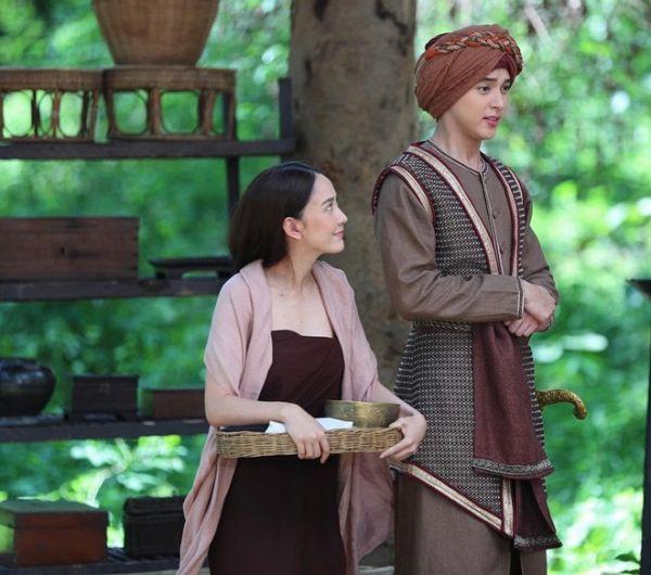Taew Natapohn sánh đôi cùng James Ji trong phim cổ trang Neung Dao Fah Diew (7)