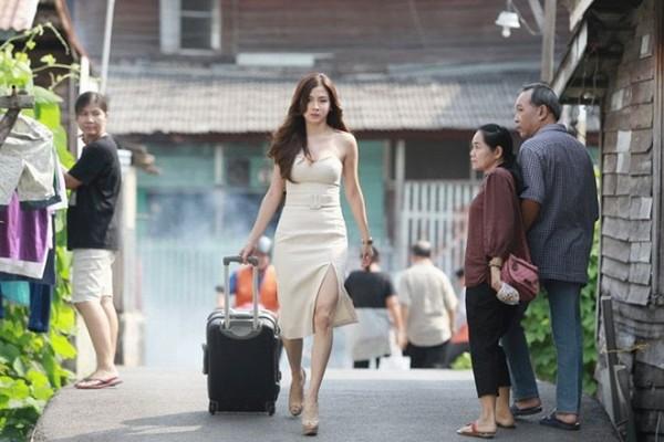 "Baifern Pimchanok hóa ""gái bán hoa"" trong Lhong Fai (3)"