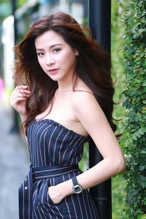 "Baifern Pimchanok hóa ""gái bán hoa"" trong Lhong Fai (4)"