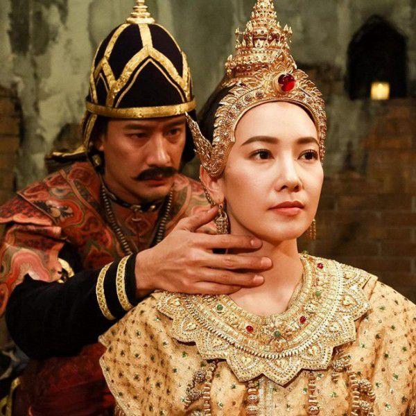 """Cuộc chiến rating gay cấn của hai """"ông trùm"""" phim truyền hình Thái (5)"""
