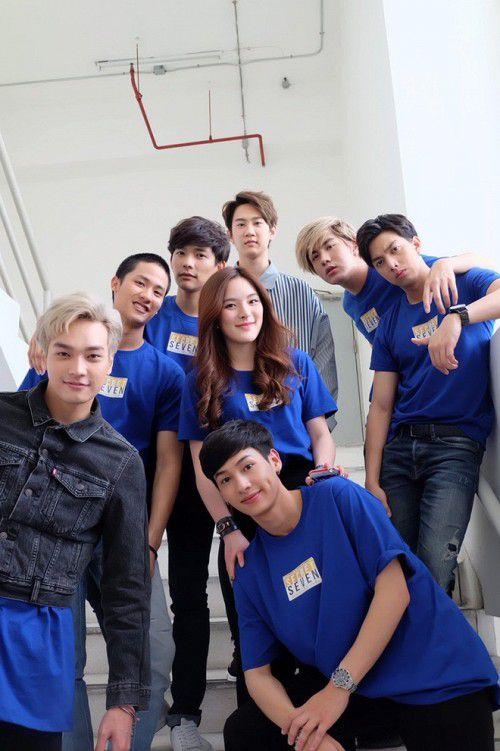 Secret Seven Series: Fan girl rạo rực với gái cô đơn và bảy trai đẹp (2)