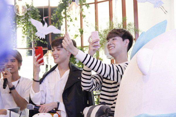 Both và Newyear siêu dễ thương ở buổi fanmeeting tuần qua tại Việt Nam (1)