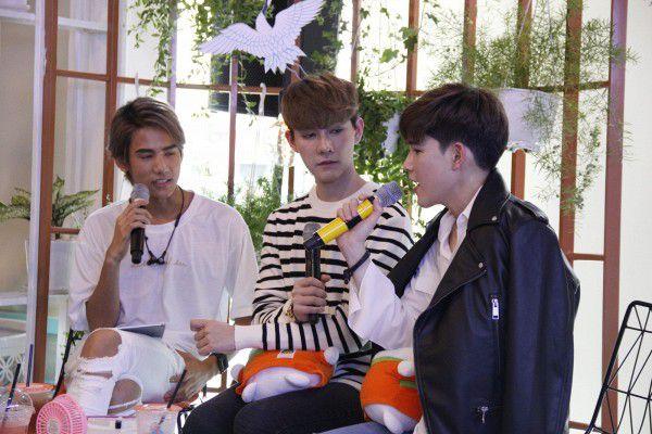 Both và Newyear siêu dễ thương ở buổi fanmeeting tuần qua tại Việt Nam (2)