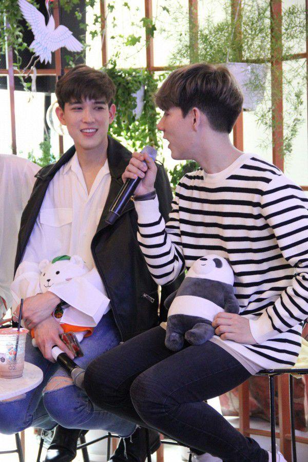 Both và Newyear siêu dễ thương ở buổi fanmeeting tuần qua tại Việt Nam (6)