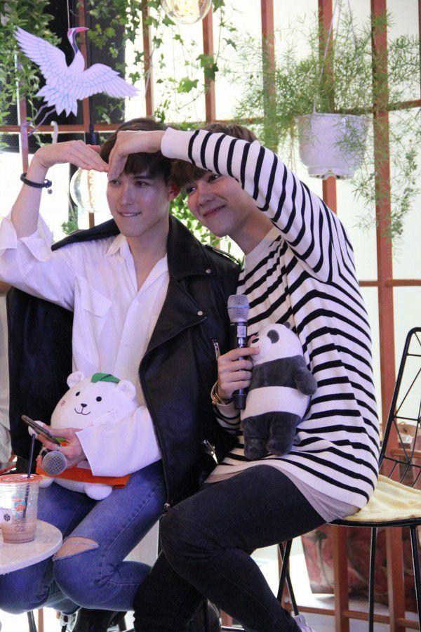 Both và Newyear siêu dễ thương ở buổi fanmeeting tuần qua tại Việt Nam (7)