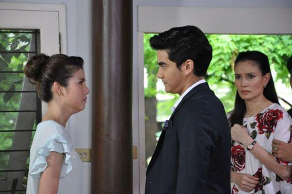 Những chuyện tình hợp đồng giả hóa thật trong phim Thái (13)
