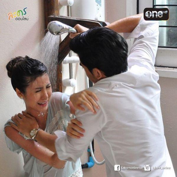 Những chuyện tình hợp đồng giả hóa thật trong phim Thái (15)