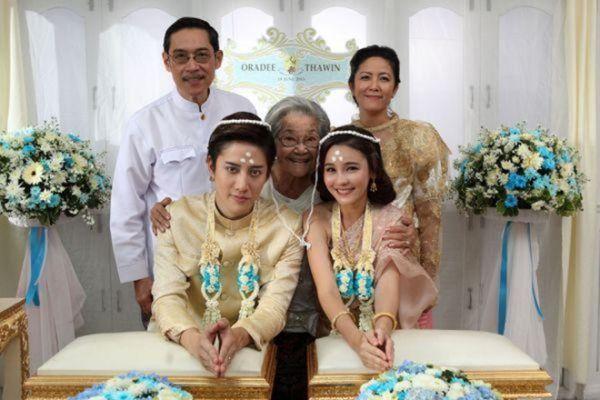 Những chuyện tình hợp đồng giả hóa thật trong phim Thái (8)