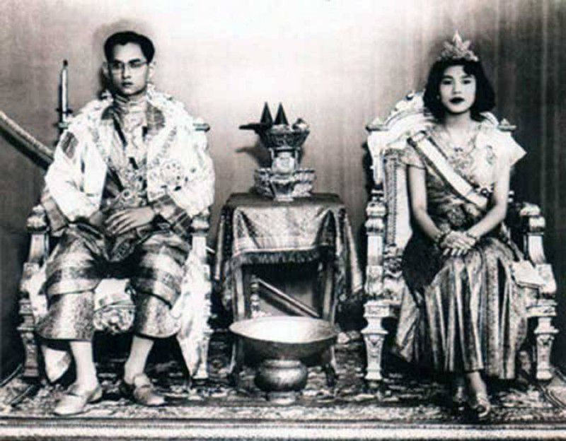 Chuyện tình ngọt ngào của Quốc vương Bhumibol khiến cả thế giới ngưỡng mộ (1)
