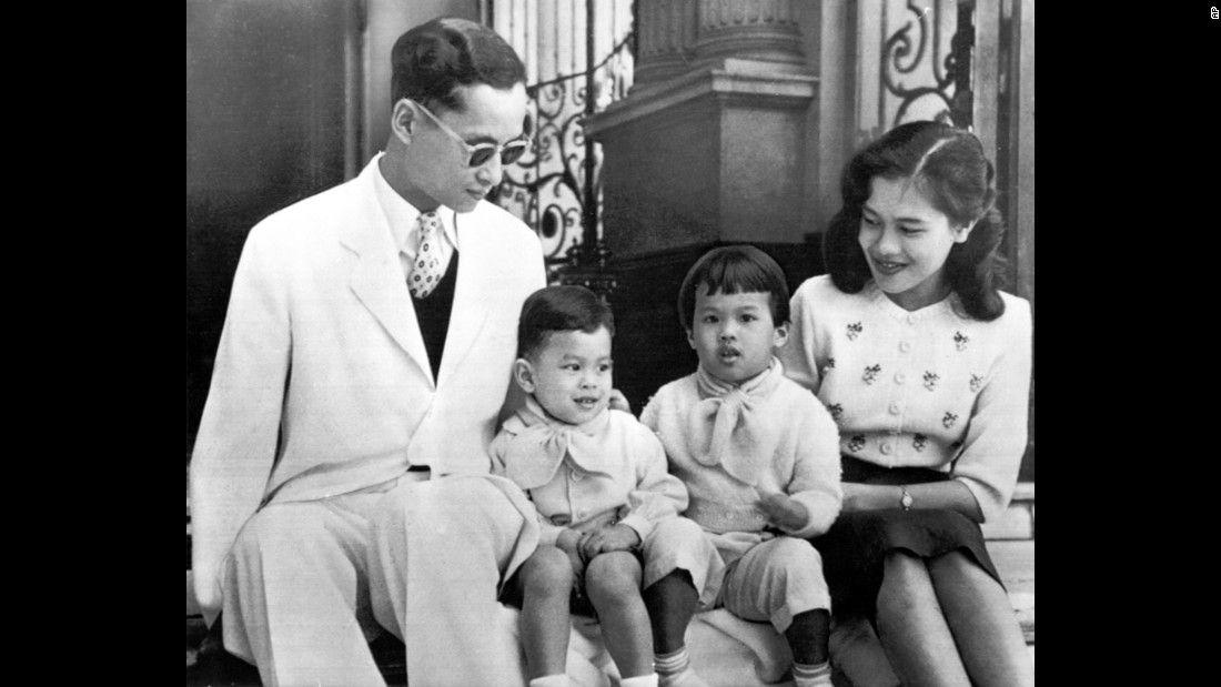 Chuyện tình ngọt ngào của Quốc vương Bhumibol khiến cả thế giới ngưỡng mộ (2)