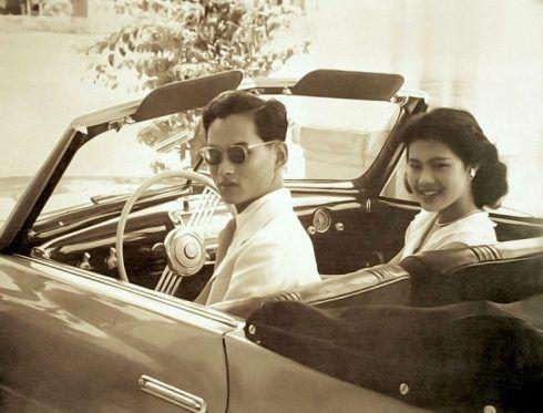 Chuyện tình ngọt ngào của Quốc vương Bhumibol khiến cả thế giới ngưỡng mộ (3)