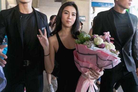 """""""Katun"""" Wanida Termthanaporn xinh đẹp rạng rỡ tại sân bay Tân Sơn Nhất (6)"""