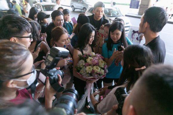 """""""Katun"""" Wanida Termthanaporn xinh đẹp rạng rỡ tại sân bay Tân Sơn Nhất (7)"""