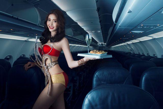 Á hậu chuyển giới Kwan Lada nóng bỏng trong bộ lịch Bikini Vietjet 2018 (1)