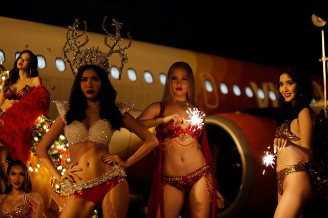 Á hậu chuyển giới Kwan Lada nóng bỏng trong bộ lịch Bikini Vietjet 2018 (6)