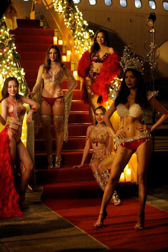 Á hậu chuyển giới Kwan Lada nóng bỏng trong bộ lịch Bikini Vietjet 2018 (7)