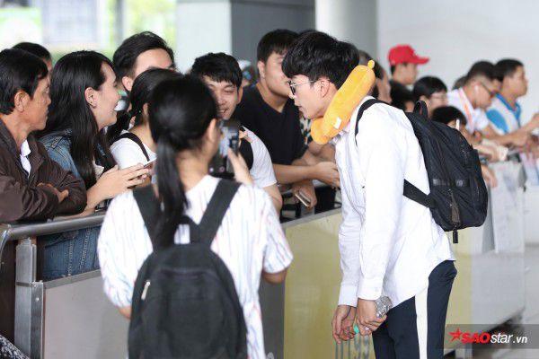 Cận cảnh vẻ đẹp trai và đáng yêu của Nonkul tại sân bay Tân Sơn Nhất (3)