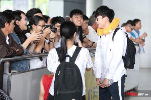 Cận cảnh vẻ đẹp trai và đáng yêu của Nonkul tại sân bay Tân Sơn Nhất (4)