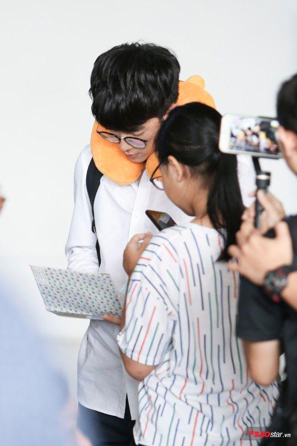 Cận cảnh vẻ đẹp trai và đáng yêu của Nonkul tại sân bay Tân Sơn Nhất (5)