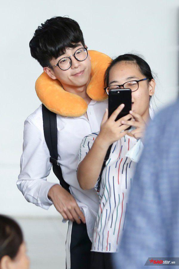 Cận cảnh vẻ đẹp trai và đáng yêu của Nonkul tại sân bay Tân Sơn Nhất (7)