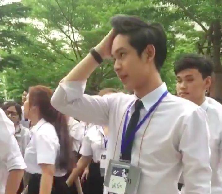 """Chàng trai Thái khiến các cô gái """"tim bay tá lả"""" vì nhún nhảy quá đáng yêu! (3)"""