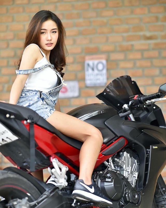 Namkhing Kanyapak: Nữ y tá xinh đẹp nhất Thái Lan gây sốt mạng xã hội (6)