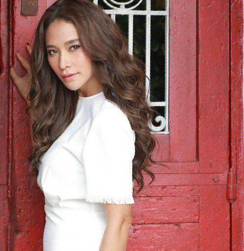 """Ploy Chermarn trở lại màn ảnh nhỏ trong phim mới """"Karm Ruk Krung Sud Tai"""" (1)"""