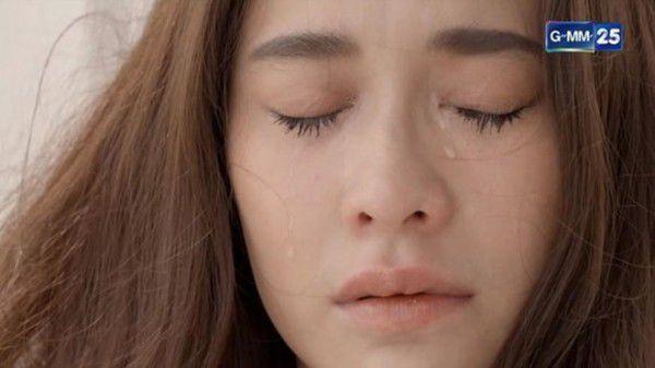 """Ploy Chermarn trở lại màn ảnh nhỏ trong phim mới """"Karm Ruk Krung Sud Tai"""" (3)"""