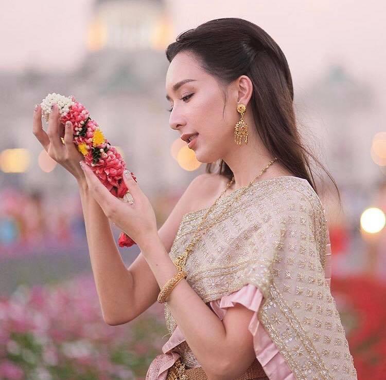 Ngắm dàn trai xinh gái đẹp Thái Lan trong trang phục truyền thống (10)