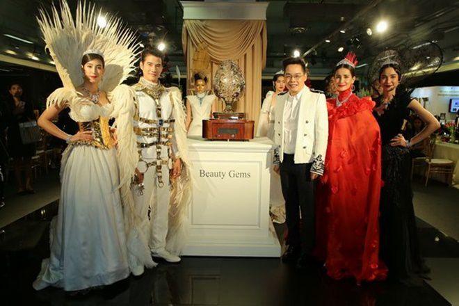 Anne Thongprasom lấn át Mario Maurer & Mint Chalida trong sự kiện mới (1)