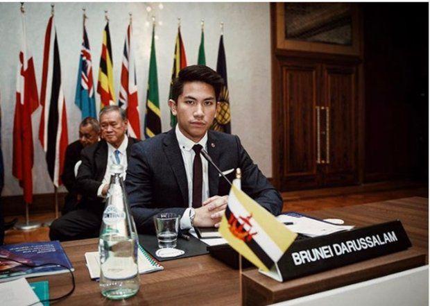 HOT: Hoàng tử Brunei follow tài khoản Instagram của Yaya Urassaya (10)
