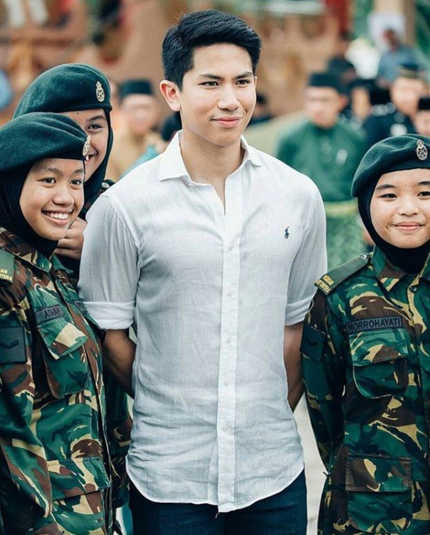 HOT: Hoàng tử Brunei follow tài khoản Instagram của Yaya Urassaya (25)