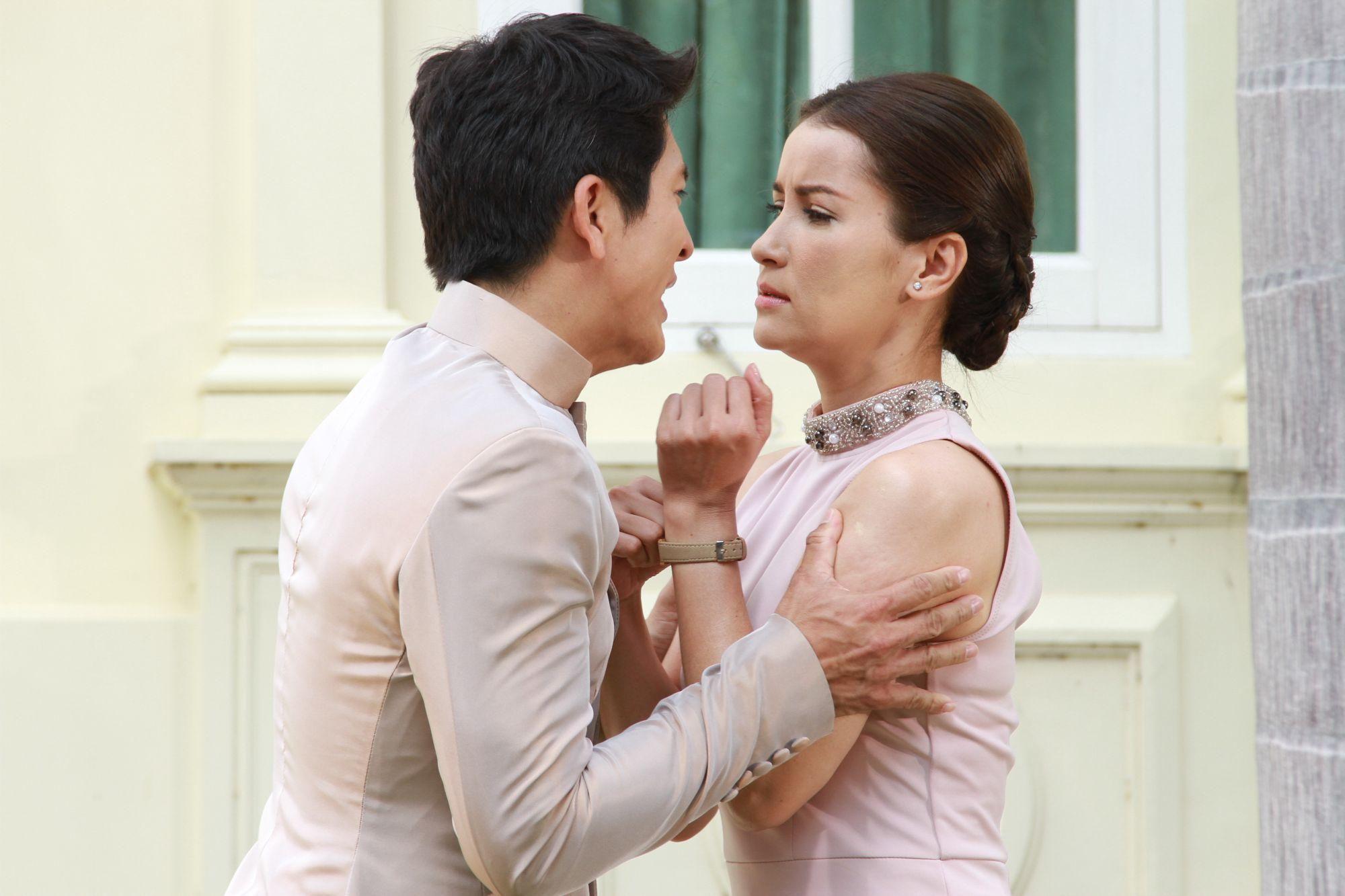 Đừng Quên Em: Anne Thongprasom bỏ rơi mỹ nam chạy theo đại gia (2)