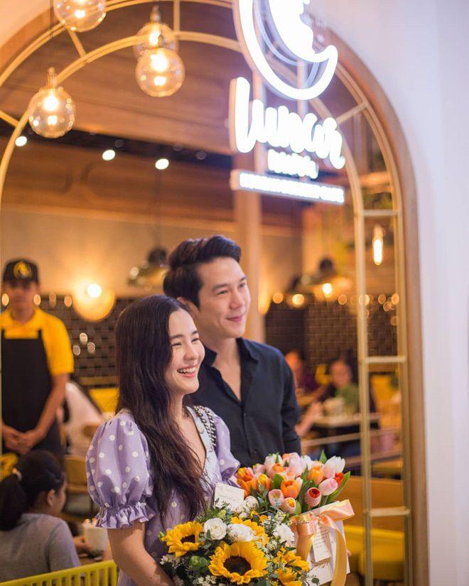 Aom Sushar hạnh phúc kỷ niệm tình yêu bên bạn trai doanh nhân (2)