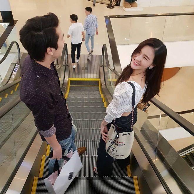 Aom Sushar hạnh phúc kỷ niệm tình yêu bên bạn trai doanh nhân (8)