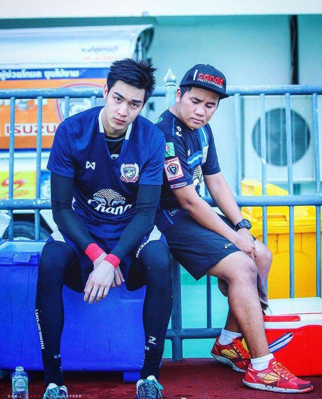 Boonyakait Wongsajaem: Nam thần sân cỏ gây sốt MXH vì quá điển trai (10)