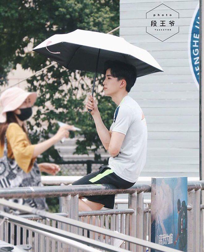 """Nonkul Chanon đóng phim """"Gió lớn thoáng qua"""" cùng Hình Chiêu Lâm (13)"""