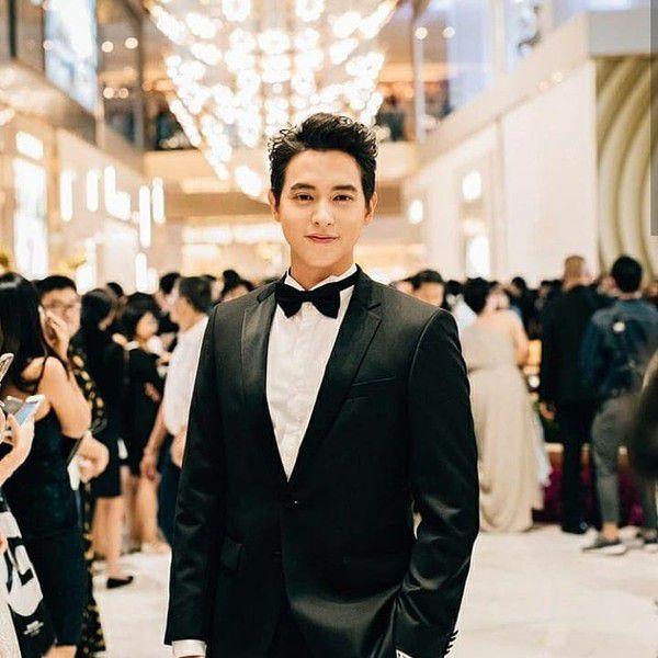 """Fan """"hoàng tử nụ cười Thái Lan"""" tìm ra danh tính bạn gái của James Ji (1)"""