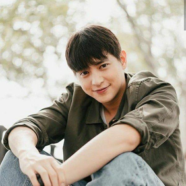 """Fan """"hoàng tử nụ cười Thái Lan"""" tìm ra danh tính bạn gái của James Ji (2)"""